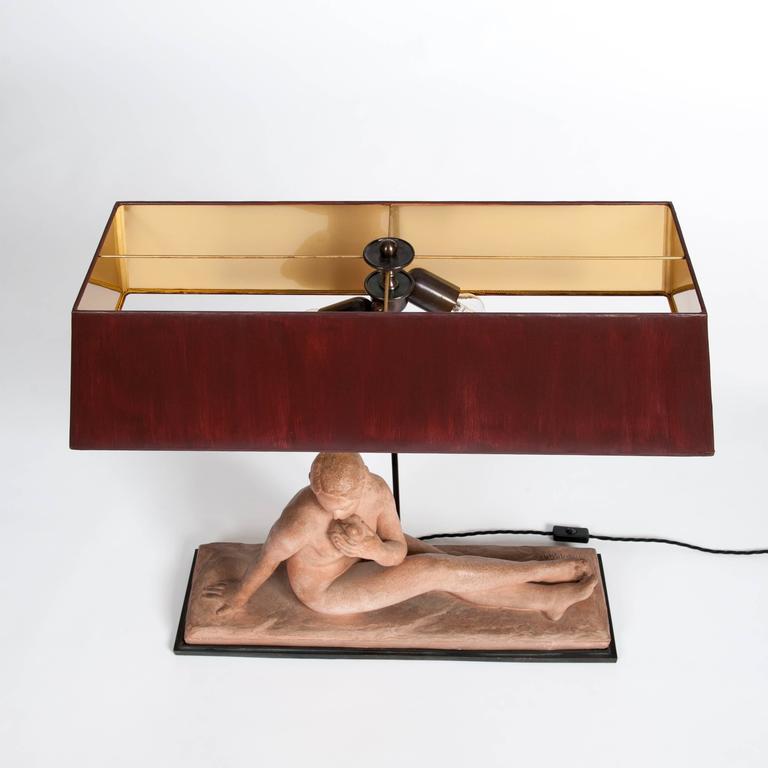 Französischen Jugendstil Figurative Tischlampe in Terrakotta 10