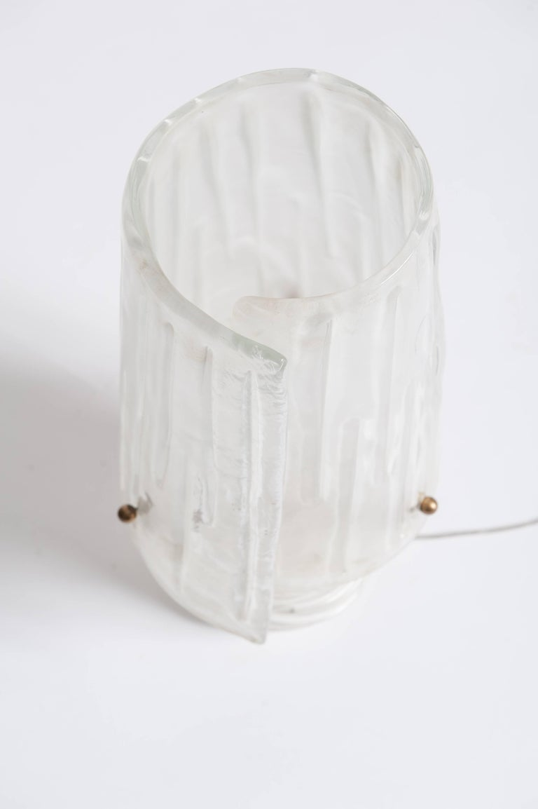 Mid-Century Italian Translucent Murano Glass Table Lamp with Brass Details In Good Condition For Sale In Salzburg, AT