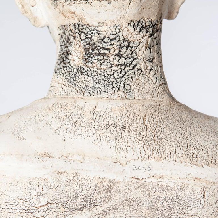 Zeitgenössische Lebensgroße Keramik Figur einer Frau von Dora Várkonyi 7