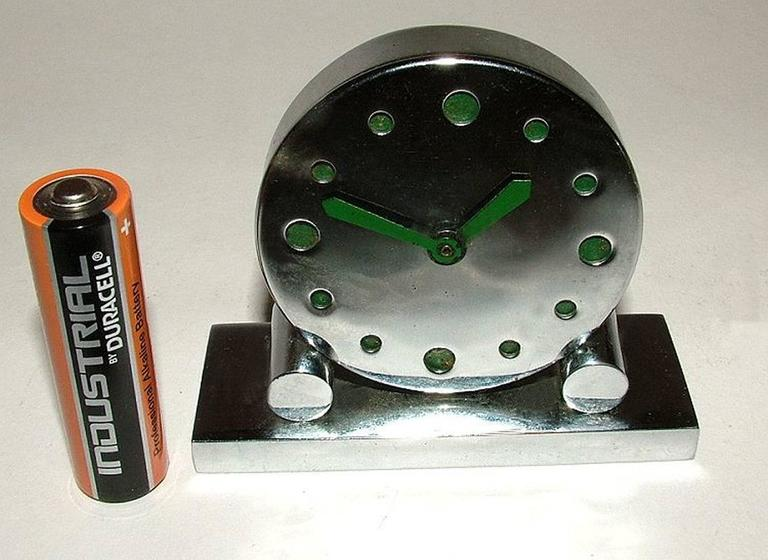 Extremely Rare 1930s Art Deco Modernist Miniature Chrome Clock In Good Condition For Sale In Devon, England