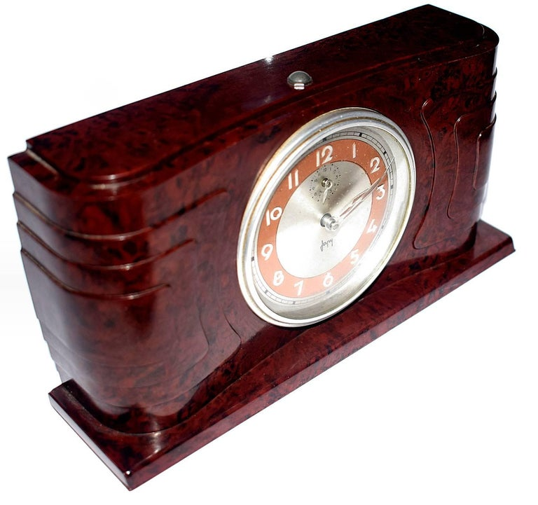 Very attractive and totally authentic 1930s French Bakelite clock by the clock makers 'Japy'. The streamline casing is in a deep mottled red bakelite and is excellent condition with no damage to report. The clock works well and has a nice mellow