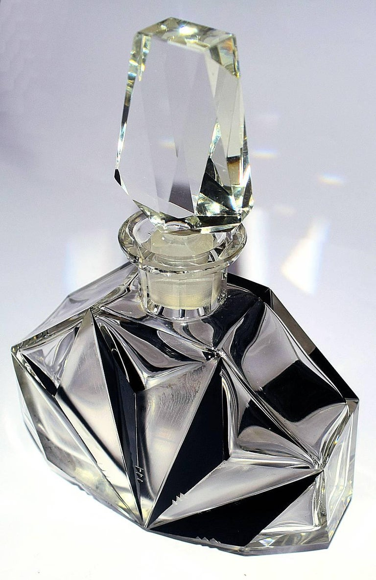 1930s Art Deco Czech Cut-Glass Decanter In Excellent Condition For Sale In Devon, England