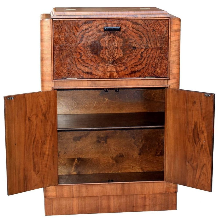 English Art Deco 1930s Figured Walnut Cocktail Cabinet Bar In Good Condition For Sale In Devon, England