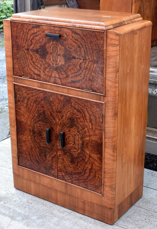 20th Century English Art Deco 1930s Figured Walnut Cocktail Cabinet Bar For Sale