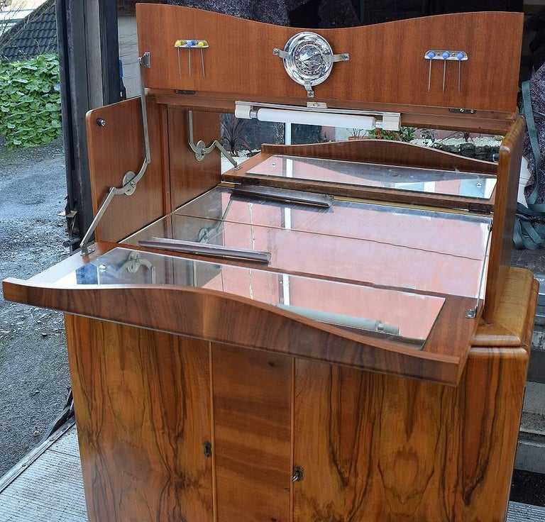 English Art Deco Walnut Cocktail Dry Bar For Sale 1