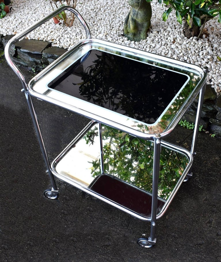 Original Art Deco Chrome and Mirror Modernist Hostess Trolley In Good Condition For Sale In Devon, England