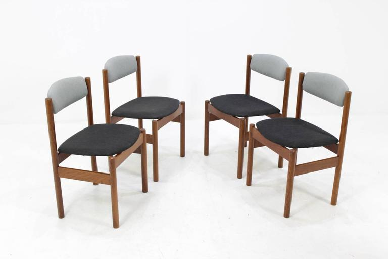 Set of Four Danish Oak Dining Chairs, 1960s In Good Condition For Sale In Barcelona, ES