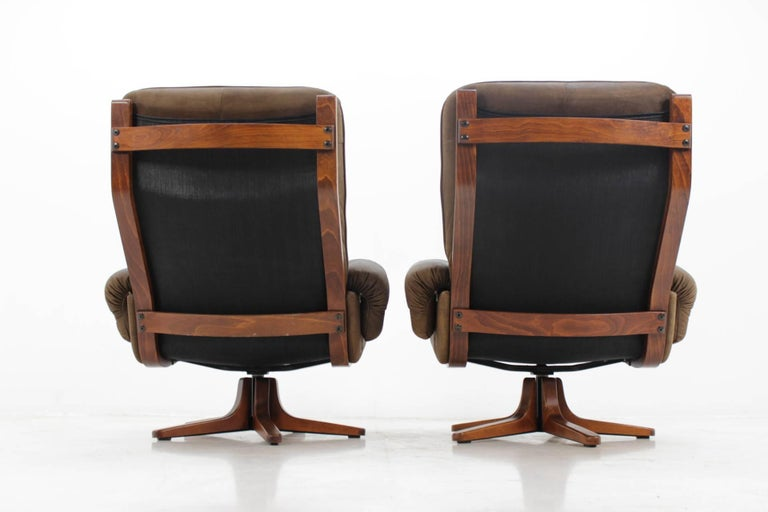 Pair Of Scandinavian Design Leather Armchairs In Good Condition For Barcelona Es