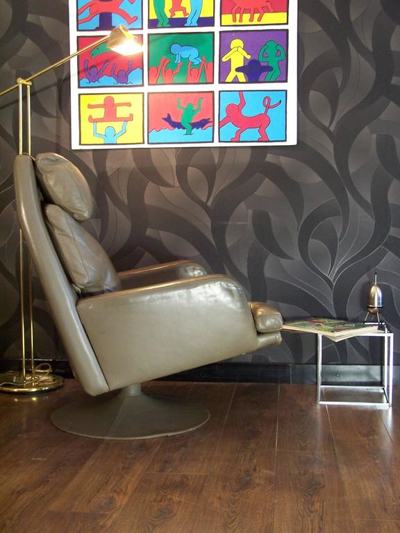 Large Vintage Leather Swivel Chair and Ottoman In Excellent Condition For Sale In Halluin, FR