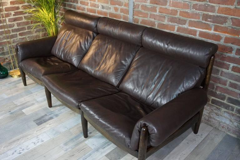 Scandinavian Three-Seat Sofa in Leather and Oak In Excellent Condition For Sale In TOURCOING, FR