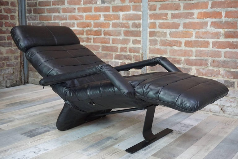 Leather relax armchair 39 chaise longue 39 at 1stdibs for Chaise longue leather