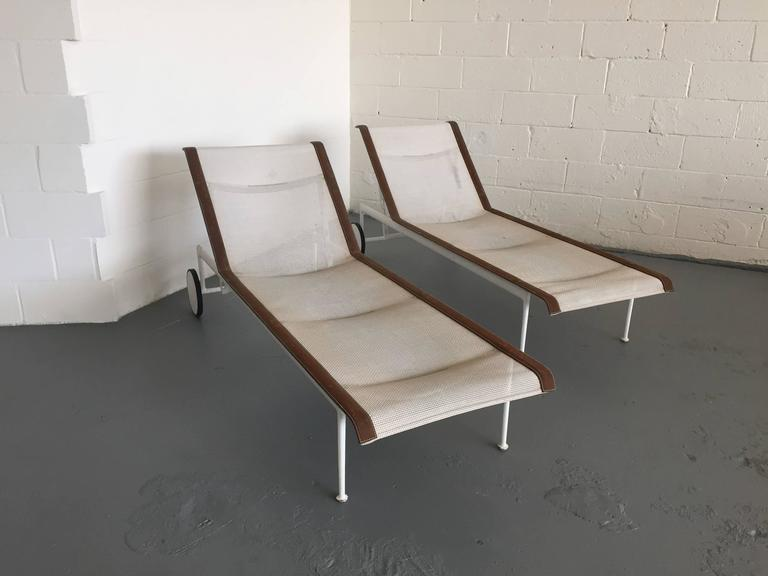 Pair of Richard Schultz for Knoll Chaise Longues For Sale at 1stdibs