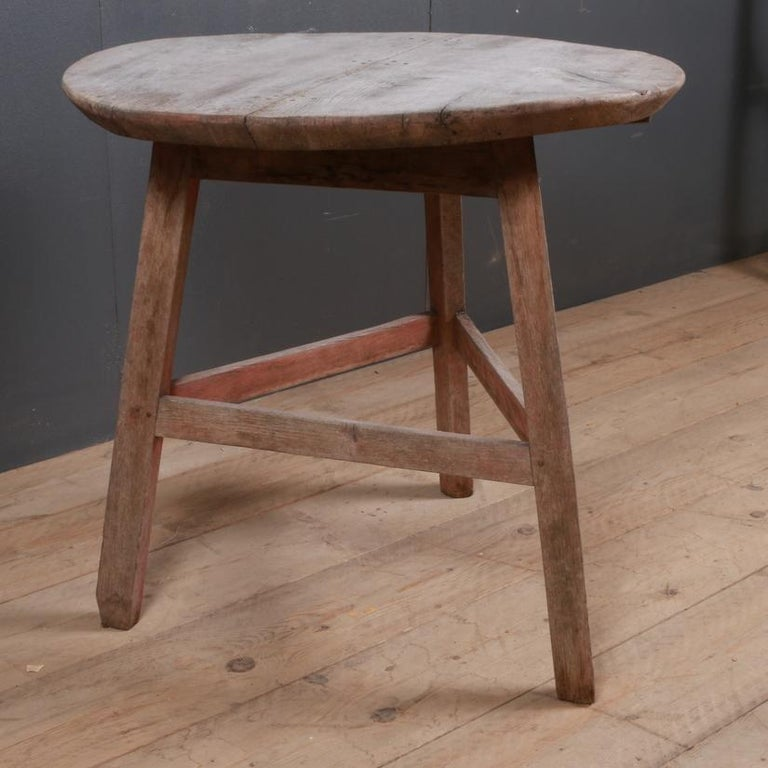 English Oak Cricket Table In Good Condition For Sale In Leamington Spa, Warwickshire
