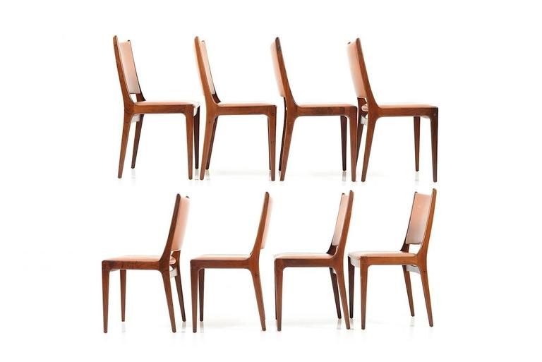 Mid-Century Danish rosewood dining chairs by Johannes Andersen for Uldum Møbelfabrik. Model UM85. Seats upholstery in original brown or cognac colored leather. Late 1960s. Measurements; chairs: 43.0 x 45.0 x 85.0 cm (D x W x H), seat height: 45.0