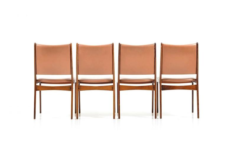 Scandinavian Modern Set of 8 Dining Chairs in Rosewood by Johannes Andersen for Uldum Møbelfabrik For Sale