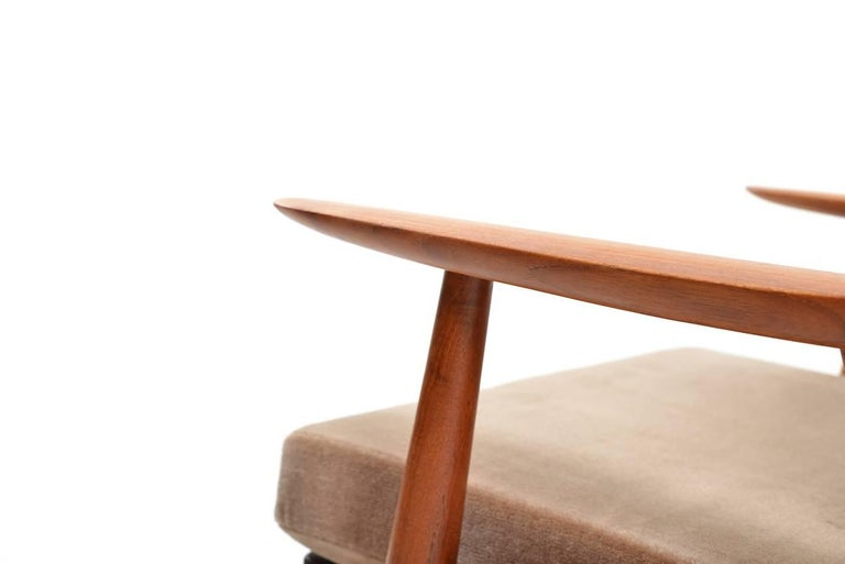 Mohair Early GE-270 Easy Chair by Hans J. Wegner, 1950s For Sale