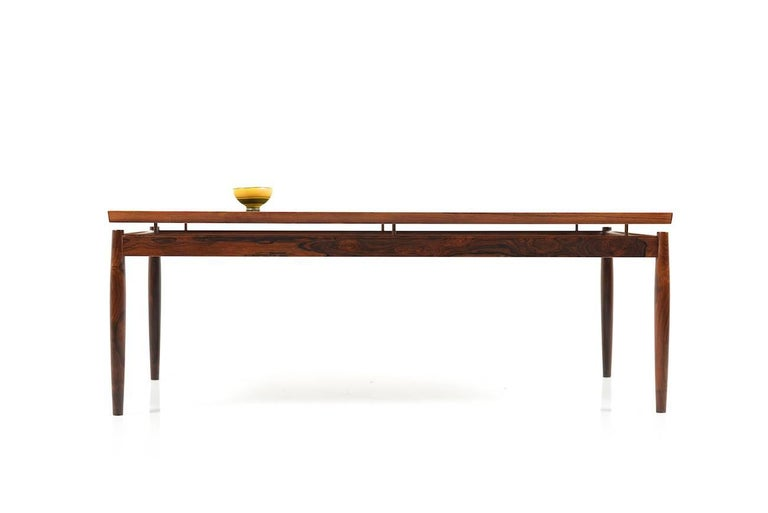Mid-Century Danish sofa table in rosewood. Rectangular form, designed by Grete Jalk. Produced by France & Son. Very good Danish quality.
