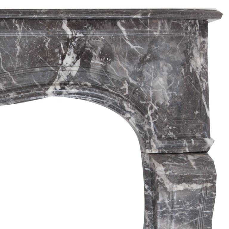 18th Century Louis XVI Style Anne's Marble Fireplace Mantel In Good Condition For Sale In London, GB