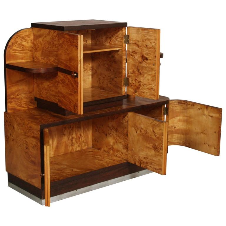 Description: a five doors 1930s Italian Art Deco Sideboard Buffet in burl elmwood by Atelier di Varedo Period: 1930s Style: Art Deco Material: elm burl and walnut folder. State: In good condition. Performed only polishing wax Measures cm: H 116