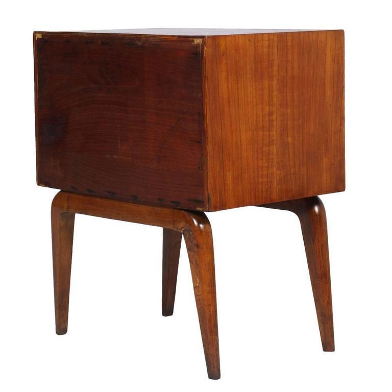 Veneer 1930s Mid-Century Modern Nightstand in Cherry Wood , Gio Ponti attributed For Sale