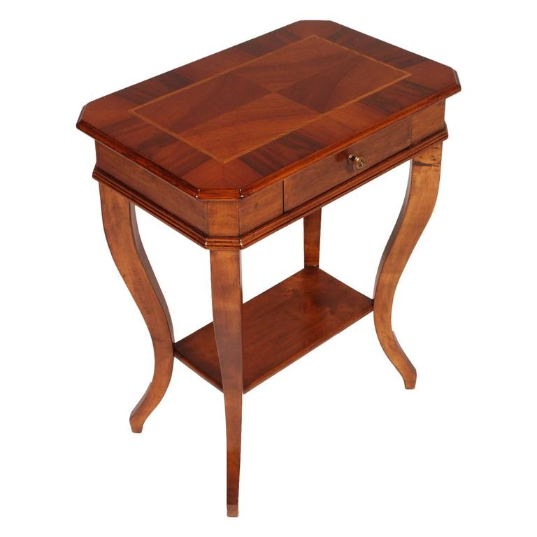 Merveilleux 19th Century Walnut Saber Legs Small Table Bedside Top Walnut Applied And  Inlaid For Sale