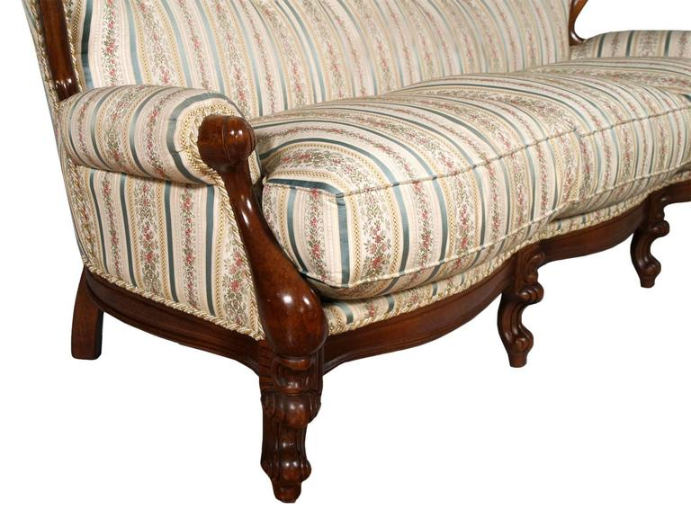 19th Century Venetian Baroque Sofa, Settee, good Upholstery, Hand-Carved walnut In Good Condition For Sale In Vigonza, Padua