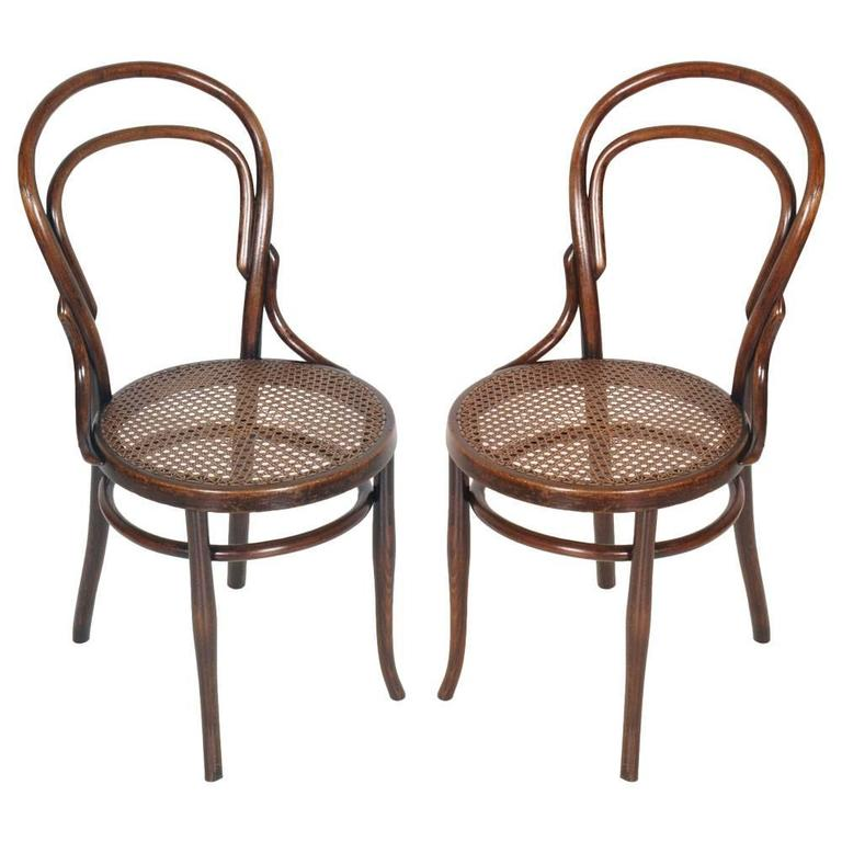 Early 20th Century Matched Pair of Classic Bentwood Thonet Chairs n. 14