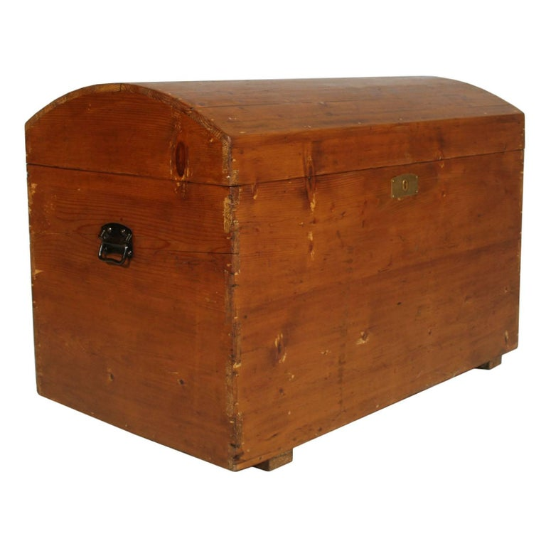 19th Century Traveling Trunk Chest in Solid Wood Restored and Polished to Wax For Sale