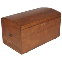 Early 20th Century Antique Country Traveling Trunk Chest in Solid Pinewood