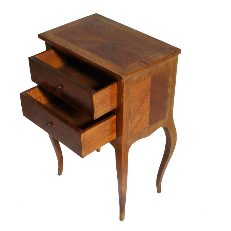 Louis XV 1940s little side cabinet or nightstand blond walnut and walnut inlay maple, restored and polished to wax  Measure cm: H 60 x W 40 x D 26.