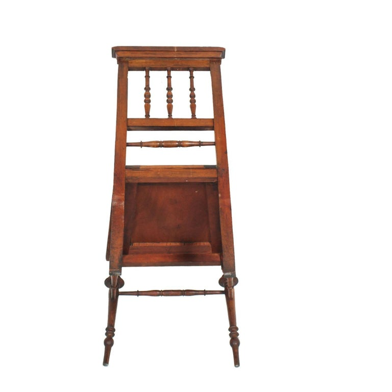 19th Century Chiavarine Chairs Turned Walnut with Hand-Carved Seat In Excellent Condition For Sale In Vigonza, Padua