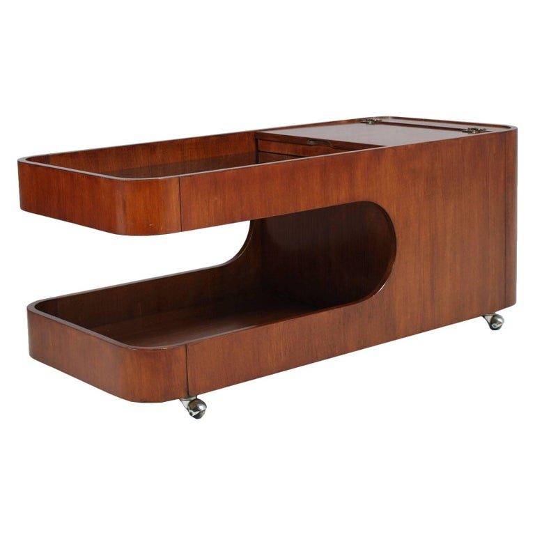 Italian Mid-Century Modern trolley coffee table, dry bar cart, magazine rack, Afra e Tobia Scarpa attributable. In mahogany and walnut,  polished to wax. A furniture high-design multi function.  Measures cm: H 47, W 110, D 50 (H37 \29 internal).