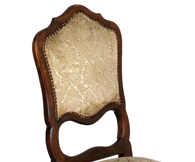 Set of six 20th century Italian baroque dining chairs in carved walnut and damask velvet upholstery. In good condition as frame ; fabric with the signs of time. We can re-uphfolstered with 600 euros  Measure cm: H 45\104 W46 D43.