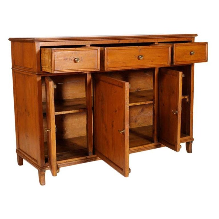 1780s antique country Italy credenza, sideboard cabinet in solid wood restored and polished with wax. This beautiful sideboard comes from a Venetian Villa on the Riviera del Brenta It is all original, including the little handles and the closing