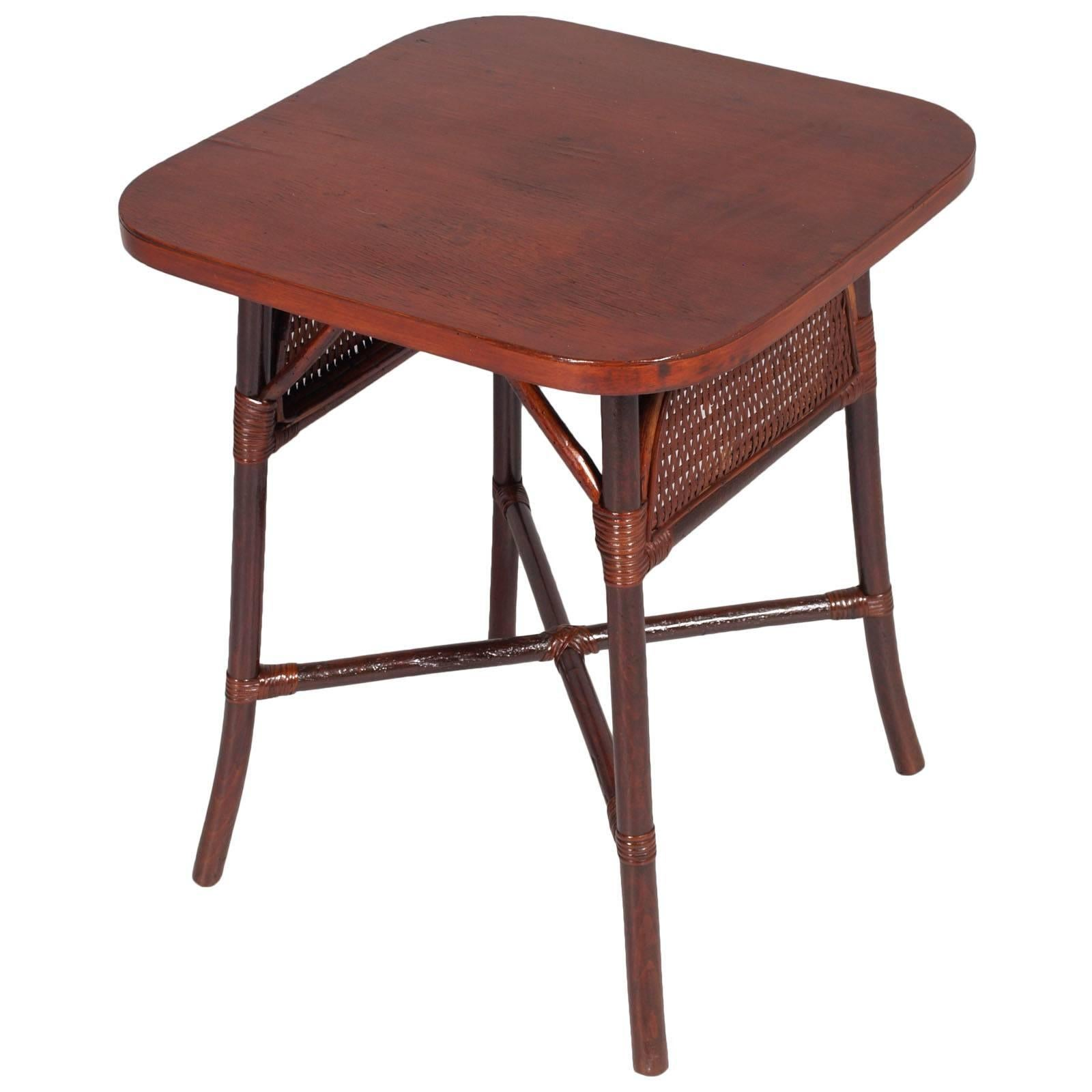 Italian Art Deco Chinoiserie 1920s Side Table in Walnut Raffia Top Mahogany Slab