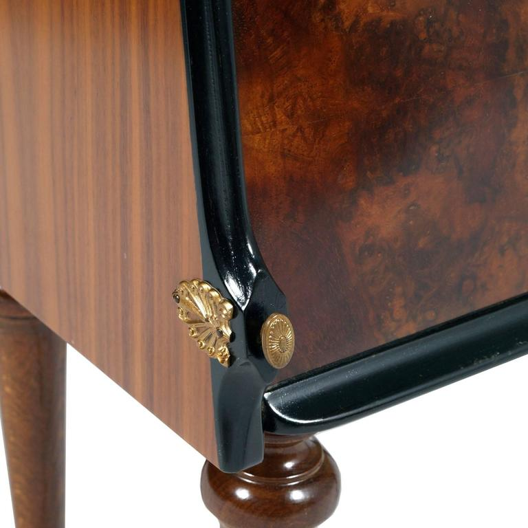 Appliqué Pair of Burl Walnut Nightstands by Paolo Buffa, Art Deco Cream Interior Veneered For Sale