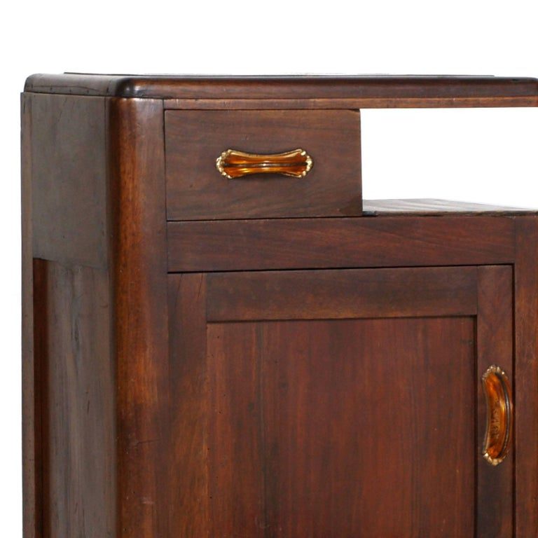 1920s Art Deco Bedside Tables Nightstands in Walnut Restored and Polished to Wax In Good Condition For Sale In Vigonza, Padua