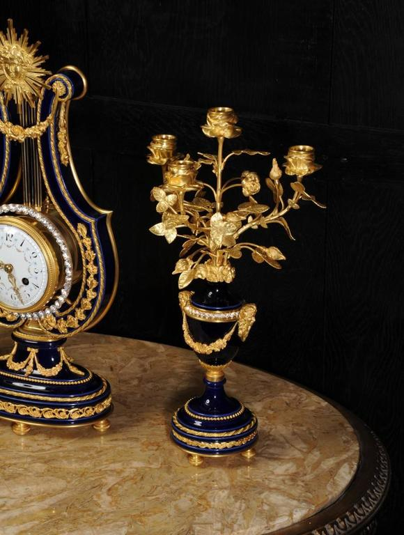 Fine Antique Cobalt Blue Porcelain and Ormolu Lyre Clock with Mystery Pendulum For Sale 1