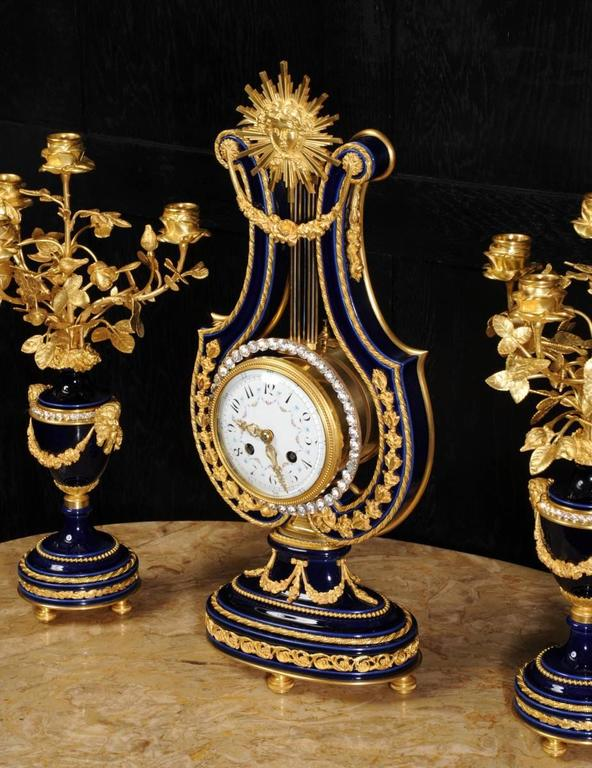 Fine Antique Cobalt Blue Porcelain and Ormolu Lyre Clock with Mystery Pendulum For Sale 2