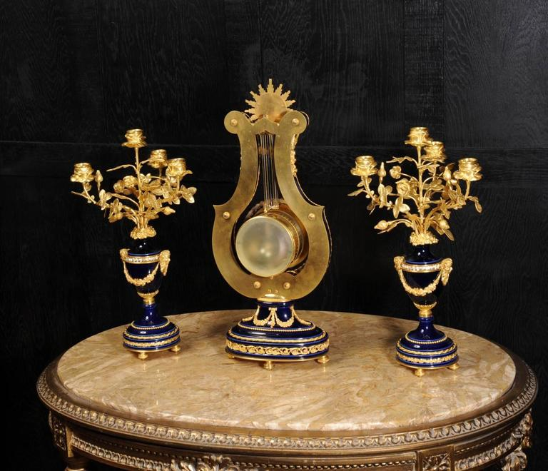 Fine Antique Cobalt Blue Porcelain and Ormolu Lyre Clock with Mystery Pendulum For Sale 3