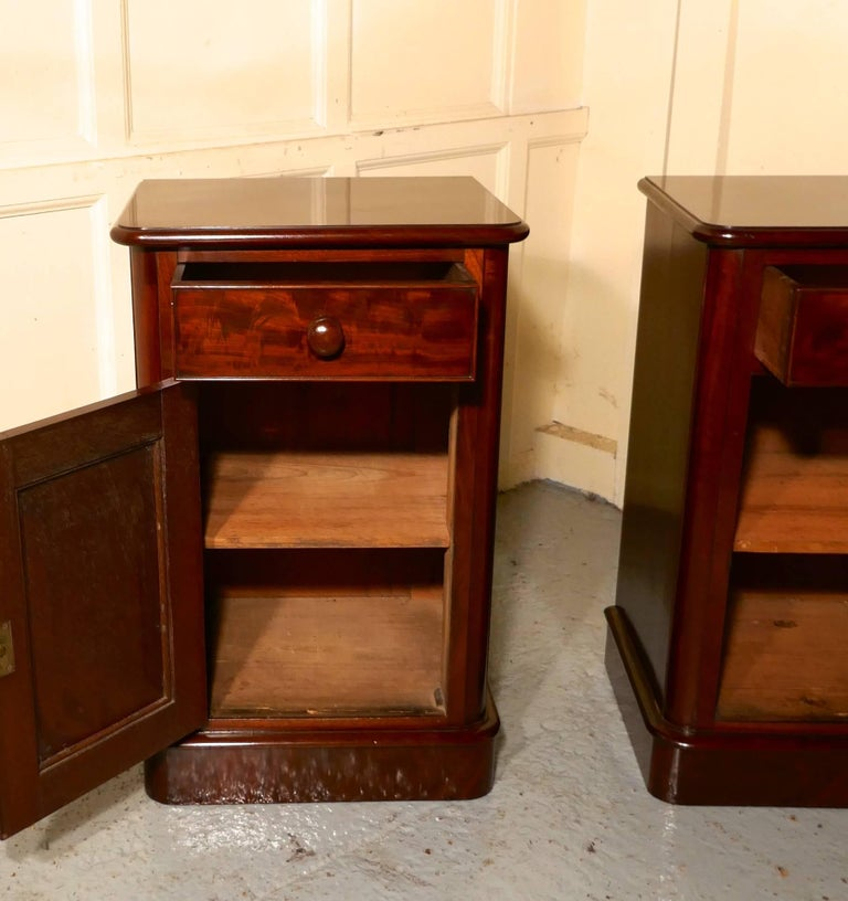 High Victorian Pair of Victorian Mahogany Bedside Cupboards For Sale