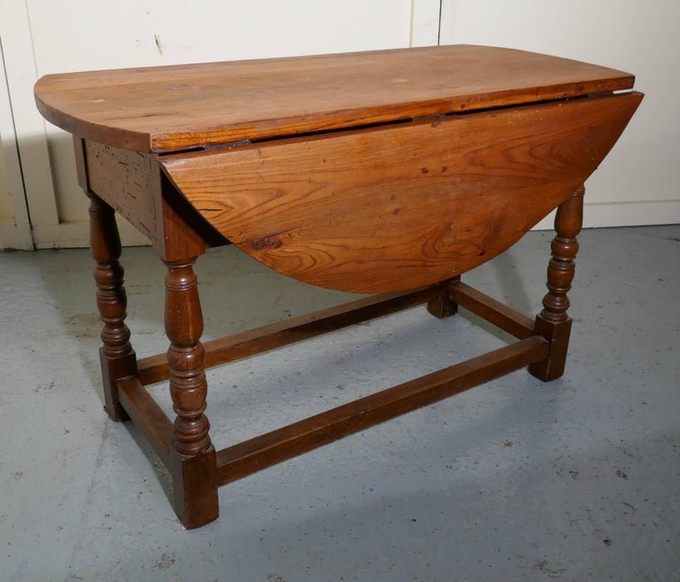 French Country Elm Drop-Leaf Table, Kitchen Dining Table In Good Condition For Sale In Chillerton, Isle of Wight