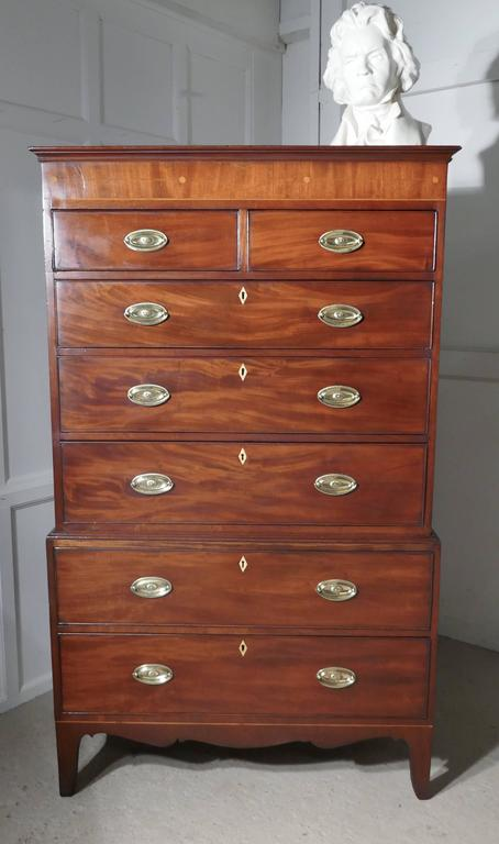 Georgian Flame Mahogany Chest on Chest, with Inlay to the Cornice For Sale 2