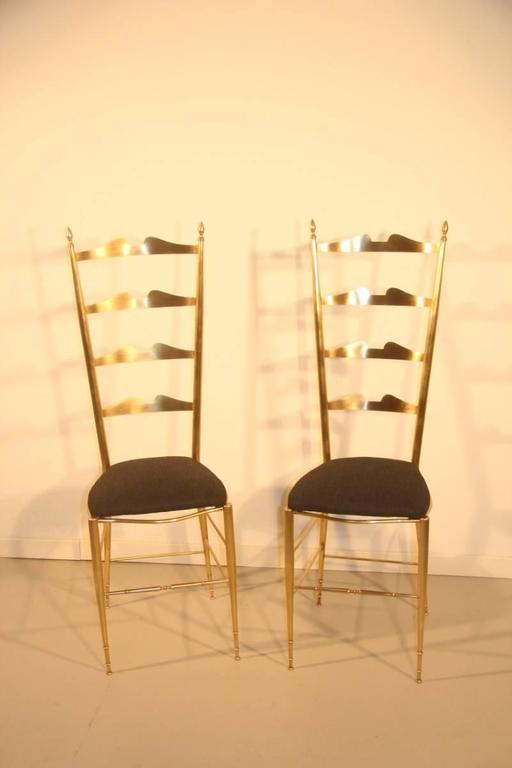 Pair of high-backed chairs in contoured brass Italian design. In the manner Gio Ponti design.
