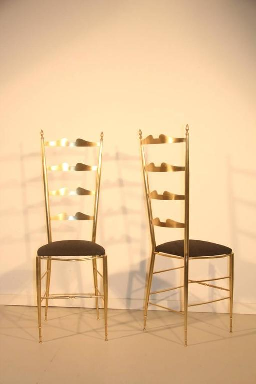 Mid-Century Modern Pair of High-Backed Chairs in Contoured Brass Italian Design For Sale