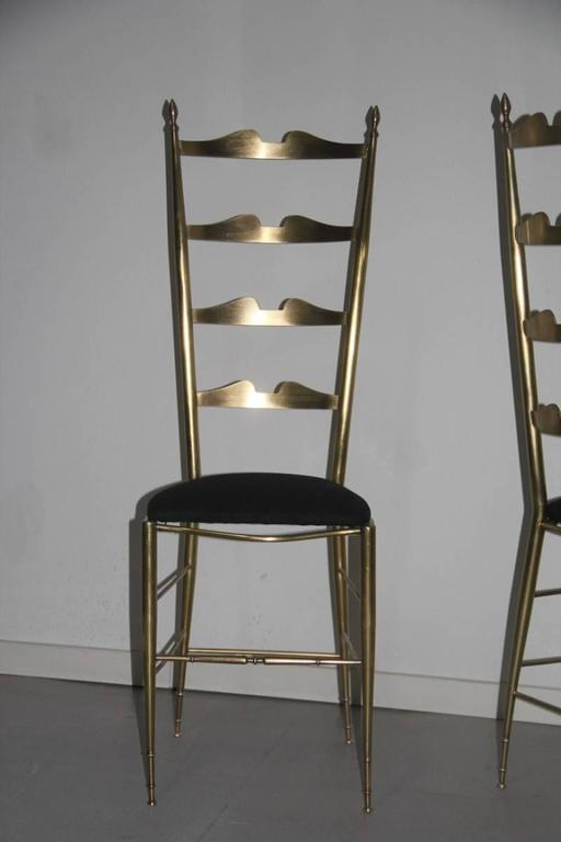 Pair of High-Backed Chairs in Contoured Brass Italian Design For Sale 3
