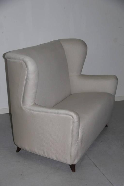 Elegant small sofa Guglielmo Ulrich attributed.