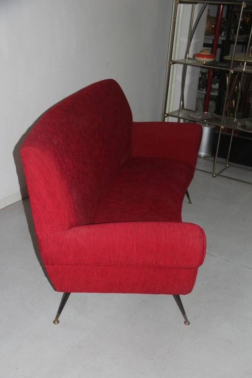 Velvet Mid-Century Modern Curved Sofa Minotti Gigi Radice Italian Design Red Color  For Sale