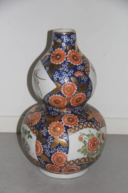 Mid-Century Modern Big Old Chinese Vase of the 1940s or so, with Floral Decorations For Sale