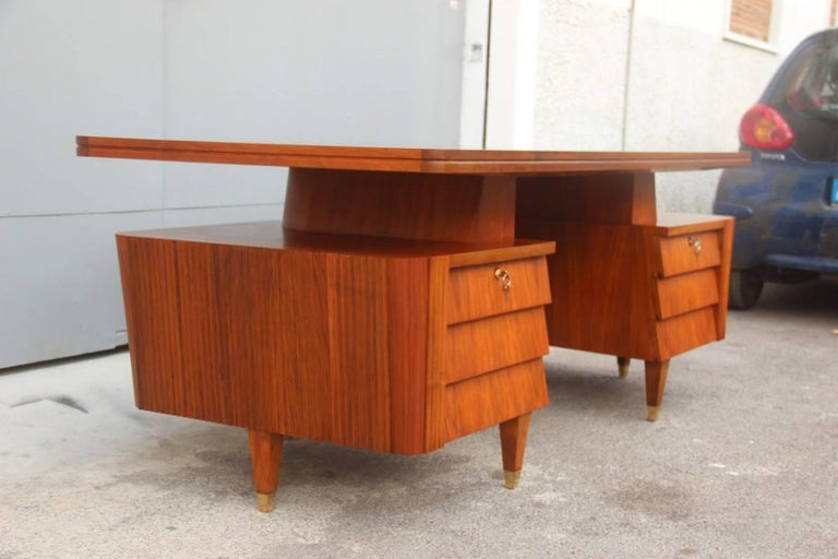 Italian Midcentury Design Desk Original Walnut 1950 Minimal  For Sale 1